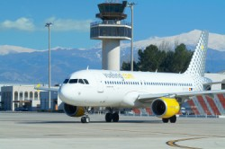 airbus_a320_vueling_at_airport.jpg