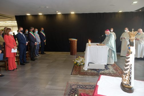 celebrazione della Santa Messa da parte del Vescovo di Verona